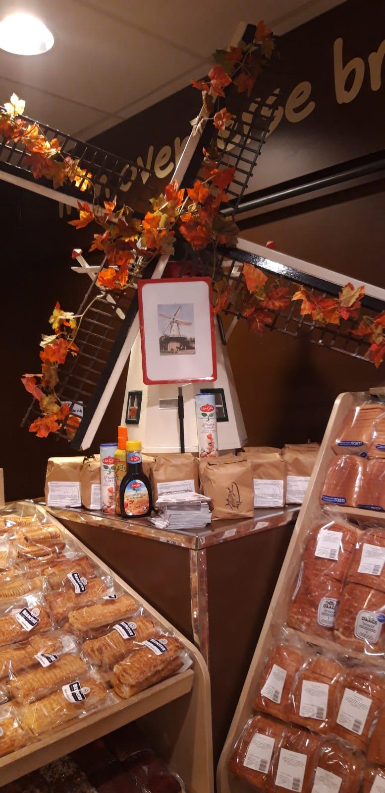 Pannenkoekenmeel van de molen bij supermarkt MCD